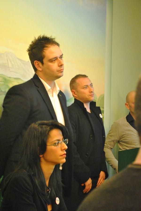 Gremito e partecipato incontro con i parlamentari m5s a for Parlamentari 5 stelle elenco