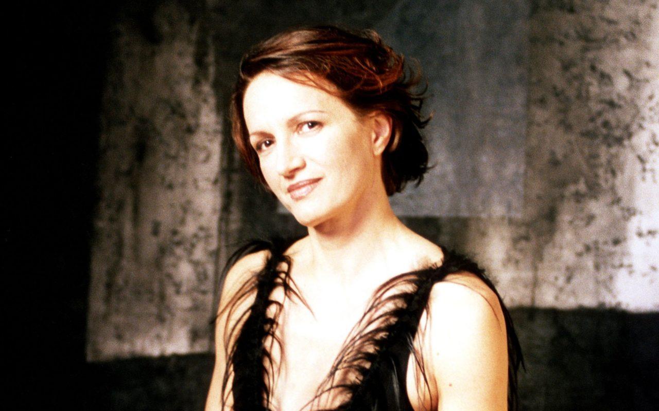 Regine Angeles (b. 1985),Hazel O'Connor Hot pic Lindsay Hartley,Ayesha Sana