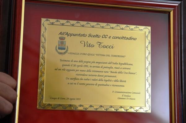 La targa donata dal Comune di Campo di Giove al carabiniere