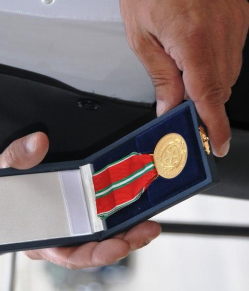 La medaglia d'oro ricevuta dal presidente della Repubblica