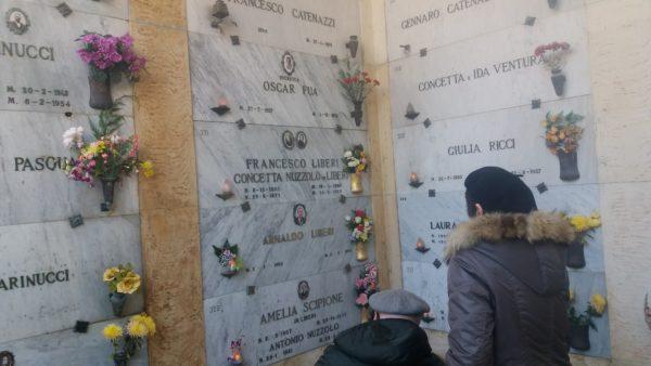 Gilberto Malvestuto rende omaggio alla tomba di Oscar Fuà