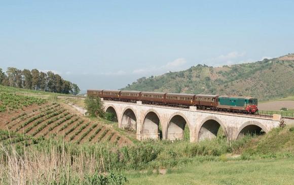 Transiberiana Dabruzzo Calendario 2020.In Partenza Dalla Stazione Di Sulmona Il Treno Del Vino